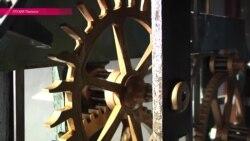 Старинные часы пока еще идут