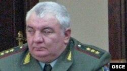 Начальник Генштаба Вооруженных сил Армении, генерал-полковник Юрий Хачатуров (архив)
