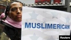 """Nýu-Ýorkda geçirilen """"Bu gün menem musulman"""" atly ýörişden bir pursat. 2011 ý."""