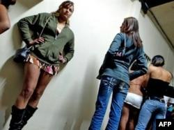 Девушки, занимающиеся проституцией. Иллюстративное фото.