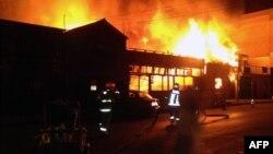 Икикадагы жер титирөөдөн кийин деңиз жээгиндеги ресторанда өрт чыкты. 1-апрель, 2014-жыл.