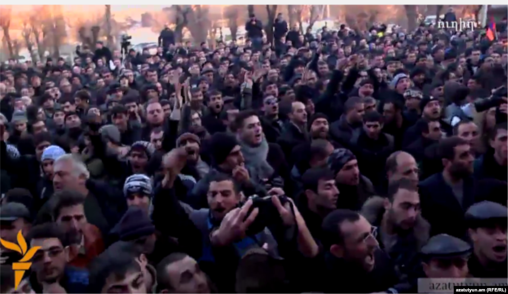 Армения - Акция протеста в связи с убийством шести человек в Гюмри, совершенным предположительно, российским солдатом Валерием Пермяковым, Гюмри, 15 января 2015 г.
