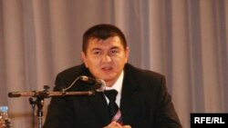 Artur Idelbayev served as deputy chief of the Bashkir government's directorate for the press in 2009.