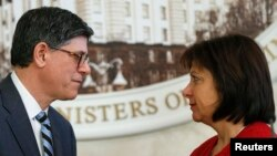 Ukrainian Finance Minister Natalia Yaresko (right) and U..S Treasury Secretary Jack Lew during a joint news conference in Kyiv on January 28.