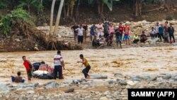 آرشیف، جاری شدن سیلاب در اثر باران شدید در اندونیزیا