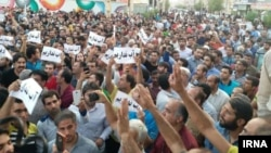 Iran - Borazjan - A large crowd protesting water shortage in this city.