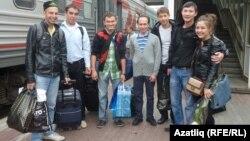 Омски яшьләре шәһәр вокзалында