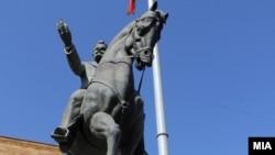 Бронзениот споменик на Никола Карев бил платен како да е од мермер.