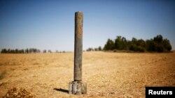 Një mbetje e raketës e cila ishte hedhur nga militantët palestinezë në territorin e Izraelit para disa ditësh