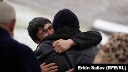 В Кыргызстане продолжаются поиски погибших под оползнем