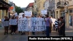 Архивска фотографија: Протести против поскапувањето на струјата, парното и горивата во Битола.