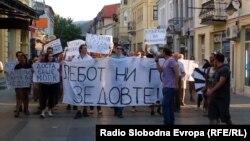 Протести против поскапувањето на струјата, парното и горивата во Битола во 2012 година.