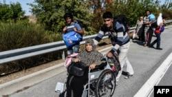 Migranți sirieni la frontiera bulgaro-turcă în septembrie 2015
