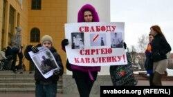 Алена Каваленка з партрэтам мужа, 6 красавіка