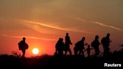 Мигранты на венгерско-сербской границе. Иллюстративное фото.