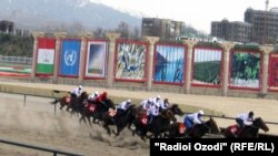 Мусобиқаи аспдавонӣ бахшида ба иди Наврӯз дар шаҳри Душанбе