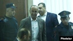 Armenia -- Former Armenian President Robert Kocharian is brought into the courtroom, Yerevan November 7, 2019.