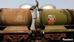 هند دومین مشتری نفتی ایران بعد از چین به شمار میرود.