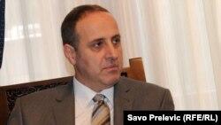Andrija Popović iz Liberalne partije, članice vladajuće koalicije, smatra da nije sve tako crno i da pomaka u borbi protiv političke korupcije u Crnoj Gori ipak ima