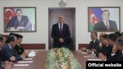 Arif Qasımov, iclasda, Arxiv foto