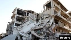 Руины в городе Алеппо, обстановка в котором резко ухудшилась после срыва перемирия
