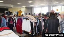 Магазин, де можна купити пожертвуваний одяг