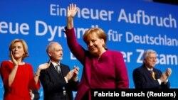 Кандидатуру Анґели Меркель в ході голосування в Бундестазі підтримали 364 депутати, «проти» проголосували 315 парламентарів, ще дев'ять – утрималися