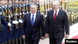 Нурсултан Назарбаев, президент Казахстана, и Александр Лукашенко, президент Беларуси.