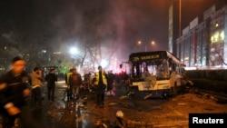 ترکي: بېړني کارمندان د انقرې چادونې ځای کې په ژغورندویه چارو بوخت دي. ۱۳م مارچ ۲۰۱۶