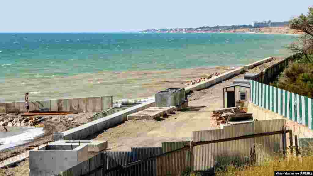 Берег від хвиль мала захистити 12-метрова набережна з підпірною стіною