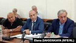По словам Эшсоу Какалия (в центре), на данный момент нет оснований для возбуждения уголовного дела