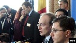 Македонската делегација на Самитот на НАТО во Букурешт во април 2008 година. Грција го спречи зачленувањето на Македонија во НАТО.