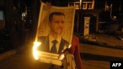 Дэманстранты паляць партрэт Башара Асада