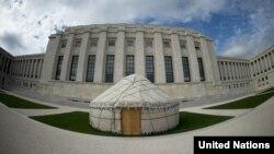 Қазақстан өкілдігі тіккен киіз үй. Женева, 11 қазан 2012 жыл. (Көрнекі сурет)