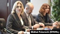 Željka Cvijanović na sastanku premijera sa evropskim komesarom Johanesom Hanom u Sarajevu 21. marta