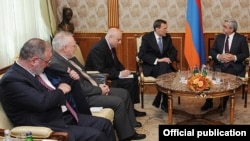 Armenia - President Serzh Sarkisian (R) meets with the U.S., French and Russian co-chairs of the OSCE Minsk Group in Yervan, 14May2012.