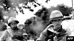 Soldați din trupele rusești pentru menținerea păcii în Transnistria, 5 august 1992