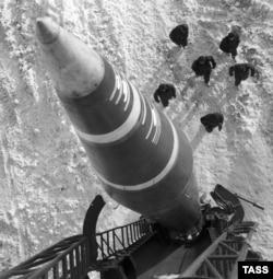 A Luna-M short-range artillery rocket system