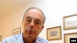 Джузеппе Энгларо с портретом дочери Элуаны