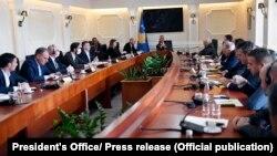 Илустрација - Средба на претседателот Хашим Тачи со претставниците на косовските политички партии