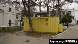 Неработающий генератор на территории клинической больницы имени Семашко в Симферополе