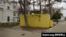 Архивное фото: неработающий генератор на территории клинической больницы им. Семашко в Симферополе, 25 ноября 2015 года