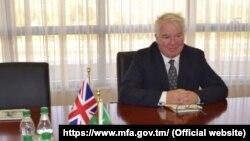 Britaniýanyň Aşgabatdaky ilçisi Hugh Philpott