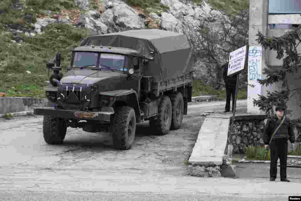 Українську прикордонну базу в Балаклаві оточили. 28 лютого 2014 року