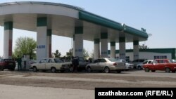 АЗС на автотрассе Ашхабад-Мары (архивное фото)