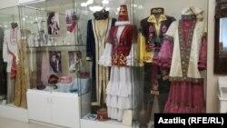 Туган якны өйрәнү музеенда татар милли киемнәре куелган почмак