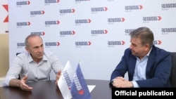 Armenia - Former President Robert Kocharian (L) and former Prime Minister Karen Karapetian meet at the election campaign headquarters of the opposition Hayastan alliance, Yerevan, June 15, 2021.