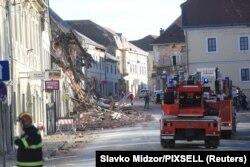 Pompieri la Petrinja, după cutremur
