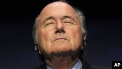 Блаттер ФИФАни тўфон гирдобига тушиб қолган кема, ўзини эса бу кема капитанига қиёслади.