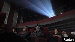 ارشیف، په اریانا سینما کې یو شمېر نندارچیان لیدل کیږي